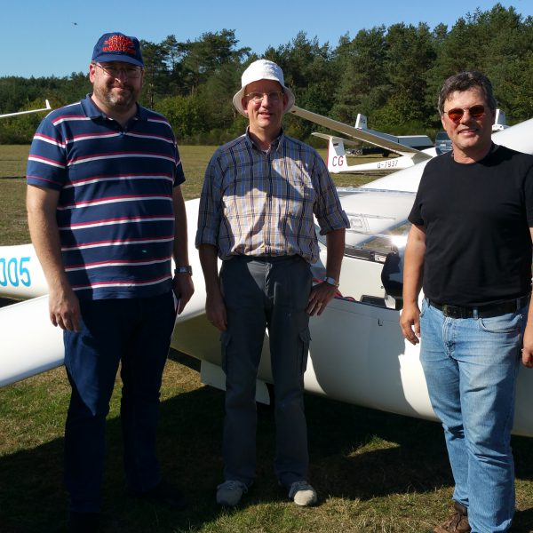 Leon Walhout besteht seine praktische Luftfahrerscheinprüfung